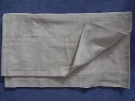 Large rectangular beige-coloured tablecloth (cotton)