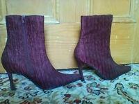 BRAND NEW plum coloured ladies boots size 7