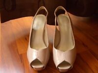 Ladies Nine West size 2? Nude and Black patent shoes/sandals