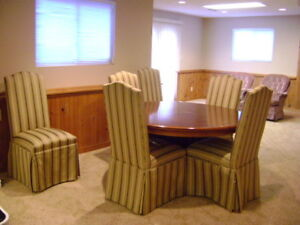 Dining room table and 6 upholstered Chair