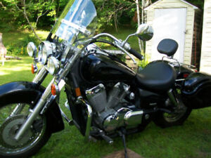 Sleek 2004 Honda Shadow Aero