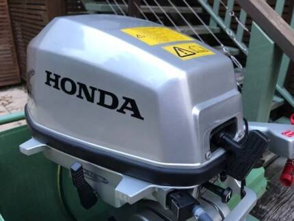 Honda BF 5 ( 5HP ) outboard motor 4 stroke, only 5 hrs used !!!
