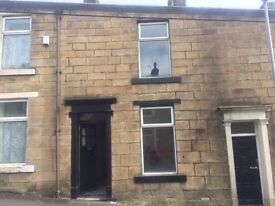 COZY 2 BED HOUSE FOR IMMEDIATE OCCUPATION - £400 PCM AND £400 DEPOSIT - FULLY DECORATED & CARPETED