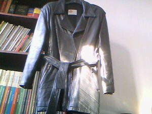 Women's Black Leather Coat - Manteau de Cuir Noir Pour Femme