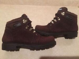 Women's Dry-Ice Waterproof Winter Boots Size 8 London Ontario image 3