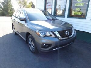 2019 Nissan Pathfinder SV Tech V6 4x4 only $268 bi-weekly!