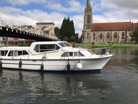 Sheerline 1070 Finesse Motor Boat. Excellent condition