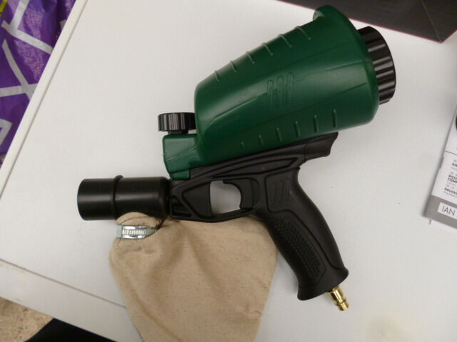 AIR SANDBLASTING GUN (NEW)WITH VARIOUS GRITS AND NOZZLESin Royston, CambridgeshireGumtree - AIR SANBLASTING GUN.(NEW) 320L/MIN. TANK CAPACITY 0.9L WORKING PRESSURE 6.3 BAR. ACCESSORIES INCLUDED. 1 COLLECTION BAG WITH SCREW CLAMP 1 AIR FITTING 4 NOZZLES,SURFACE,PRECISION,EDGING AND CORNER, INSTRUCTION MANUAL. ANY QUESTIONS PLEASE RING ME ON...