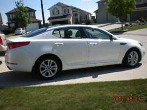 ~~REDUCED~~ 2011 Kia Optima - EX package & Extended warranty