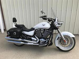 2013 Victory Boardwalk - Pearl White - 8900 km.