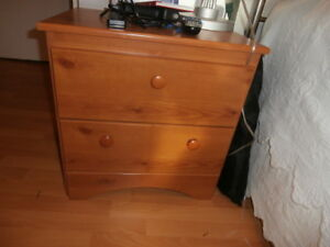 Small bed side pine table 2 drawers
