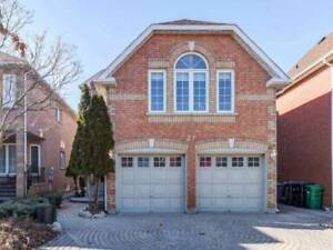 Well-Kept Clean !! 3 Bedroom Fully Detached Home