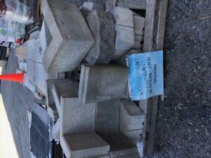 Blocs et accessoires de ciment assorties