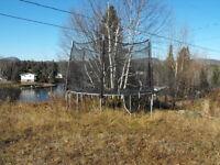 Trampoline 12 pieds filet protecteur toile rangée l'hiver