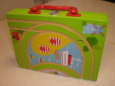 Holzeisenbahn Koffer mit Lok + Anschlußschienen / kompatibel Brio Eichhorn etc.