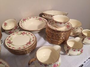 set de vaisselle antique