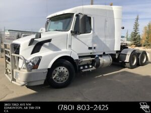 2014 VOLVO VNL Sleeper 223 in. WB D13 Engine, 435 HP