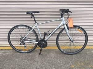 Giant Cross City flat bar road bike - Refurbished