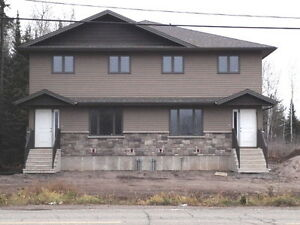 5 - 8 MINUTE DRIVE TO LAKEHEAD UNIVESITY- AVAILABLE AUG 1
