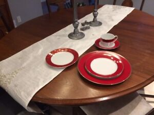 DISHES, CHRISTMAS, BEAUTIFUL ELEGANT NEW SETS IN ORIGINAL BOXES