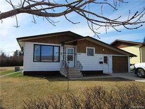 Price Change!!Meticulous renovations! 3BR home in Shoal Lake Mb!