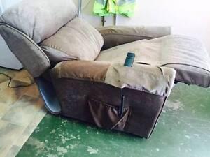 Electric recliner Rosemeadow Campbelltown Area Preview