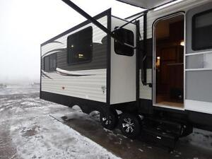 Couples 3-slide Travel Trailer with Rear Living Room Kitchener / Waterloo Kitchener Area image 3
