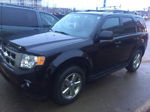 2012 Ford Escape XLT V6 SUV, Crossover -Very Low KMs