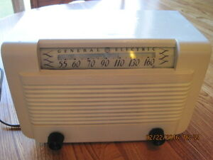 Vintage 1940's GENERAL ELECTRIC Ivory Bakelite Radio Works Great