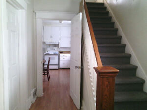Bedroom for rent Niagara falls-student only