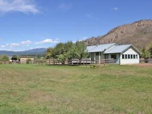 Cozy Country Cottage on 1.5+ Acres..! Private, Mountain Views &