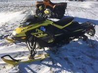 2018 Ski-Doo MXZ® X 850 E-TEC® - Sunburst Yellow/Black Charlottetown Prince Edward Island Preview