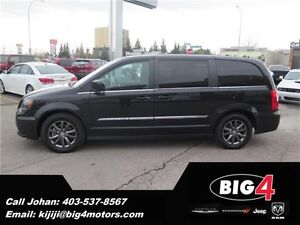 2015 Chrysler Town & Country S Package, Remote start, Dual DVD