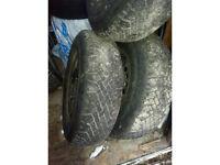 4 pneus dhiver 195-70-r14 - sur rim.5 nute--5x100-- de cavalier
