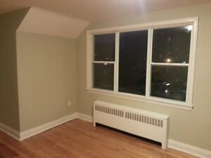 THREE BEDROOM IN GREAT CITY CENTRE LOCATION - 158-3 Park St Kingston Kingston Area image 3