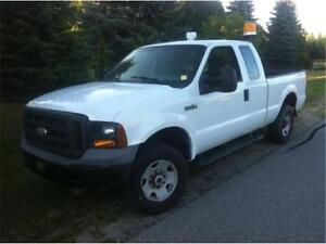 2005 Ford F250 XL 4X4, POWER LIFT GATE! 4 doors, tow package, AC