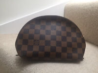 Loui Vuitton Make up Pouch Leather