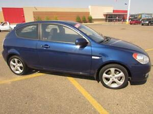 2010 Hyundai Accent SE (VERY LOW KMS!!)