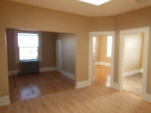 1170 ALBERT ST - 1 & 2 BEDROOM LARGE RENOVATED APARTMENTS