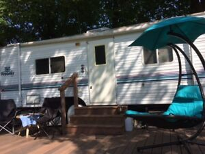 RV Fifth Wheel one bedroom Trailer for sell on Pigeon Lake.