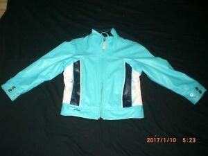 manteau de couleur bleu ciel imitation cuir pour enfant