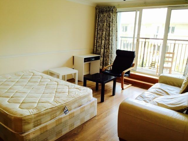 Extremley spacious double room set within a secure riverside development with private balcony