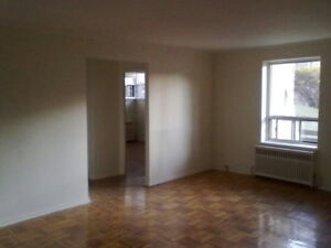 large one bdrm with balcony @ Park Lawn/Berry Rd