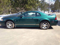 2000 Ford Mustang v6 Coupe (2 door)