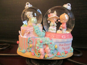 NEW PRECIOUS MOMENTS CHRISTMAS MUSICAL WATER GLOBE