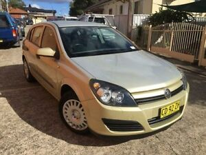 2005 Holden Astra AH MY05 CD Gold 5 Speed Manual Hatchback Yagoona Bankstown Area Preview