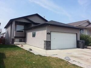 DOUBLE Garage for Rent-669 Blackfoot Terrace West