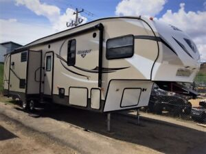 REDUCED......2015 Keystone Hideout 298BHDS with Bunk Room