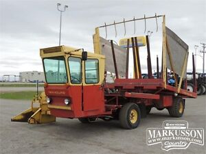 1978 New Holland Super 1049 Bale Wagon - 2 speed axle