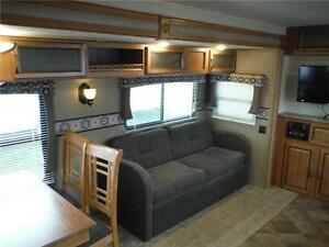 2016 Puma 30RKSS Rear Kitchen Travel Trailer with Slide Stratford Kitchener Area image 11